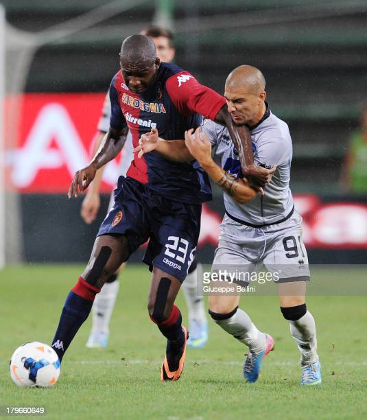 Victor Ibarbo of Cagliari is challenged by Giuseppe De Luca of Atalanta during the Serie A match between Cagliari Calcio and Atalanta BC at Stadio...