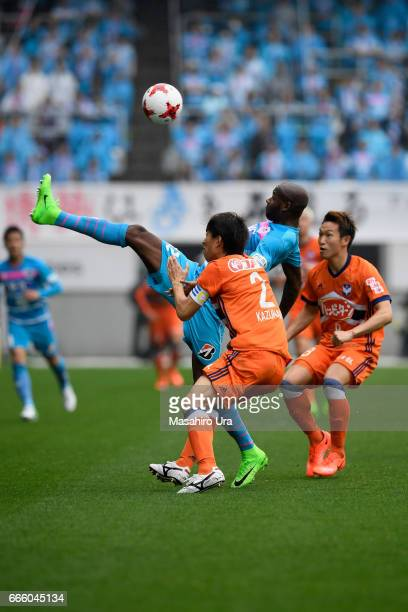 Victor Ibarbo of Sagan Tosu controls the ball under pressure of Kazunari Ono and Kei Koizumi of Albirex Niigata during the JLeague J1 match between...
