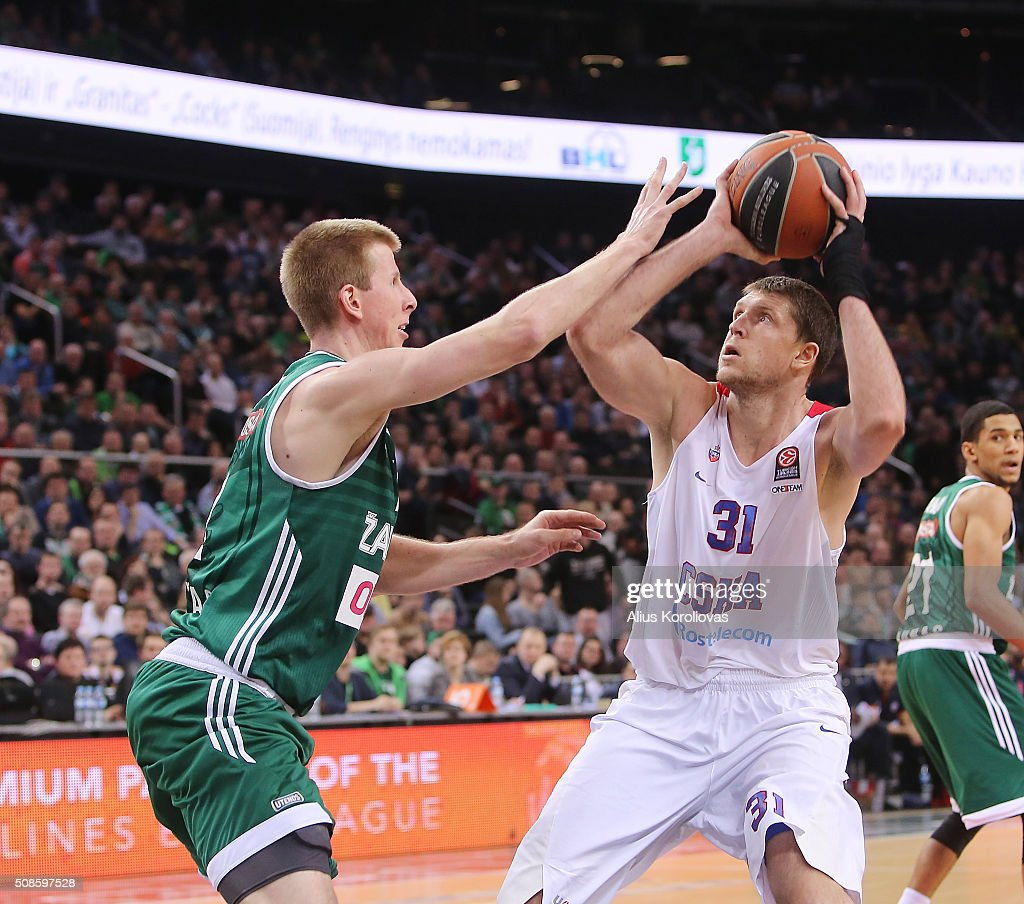 Victor Khryapa #31 of CSKA Moscow competes with Brock Motum #12 of Zalgiris Kaunas in action during the Turkish Airlines Euroleague Basketball Top 16...