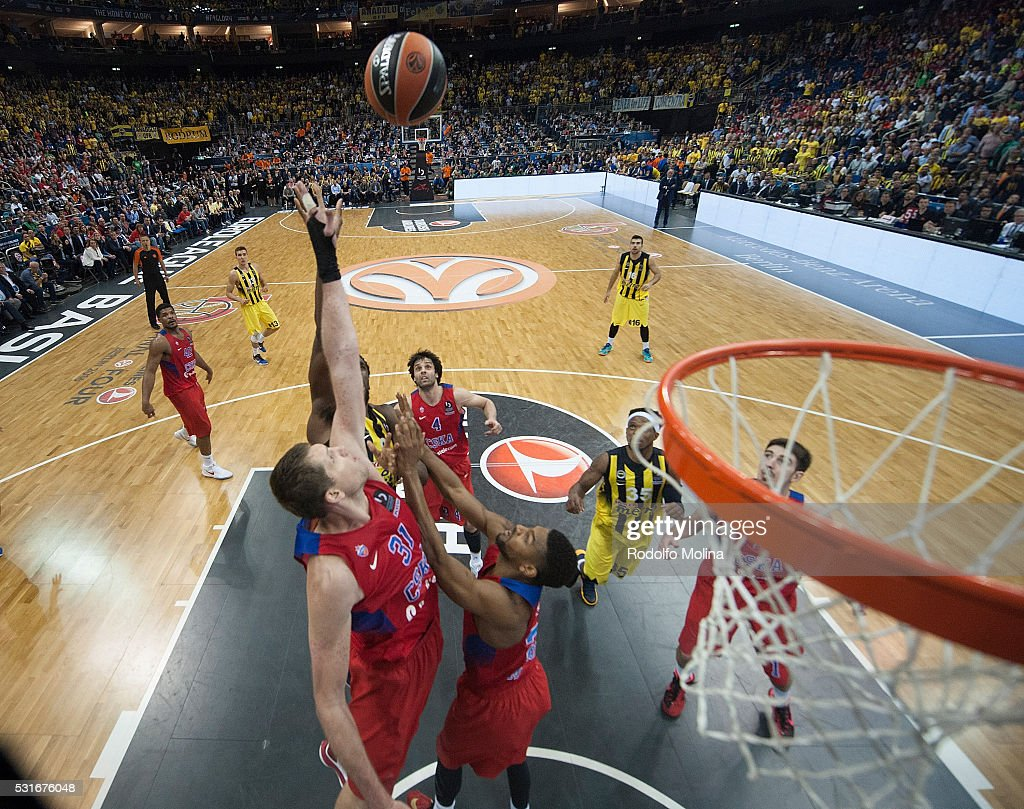 Victor Khryapa #31 of CSKA Moscow in action during the Turkish Airlines Euroleague Basketball Final Four Berlin 2016 Championship game between...