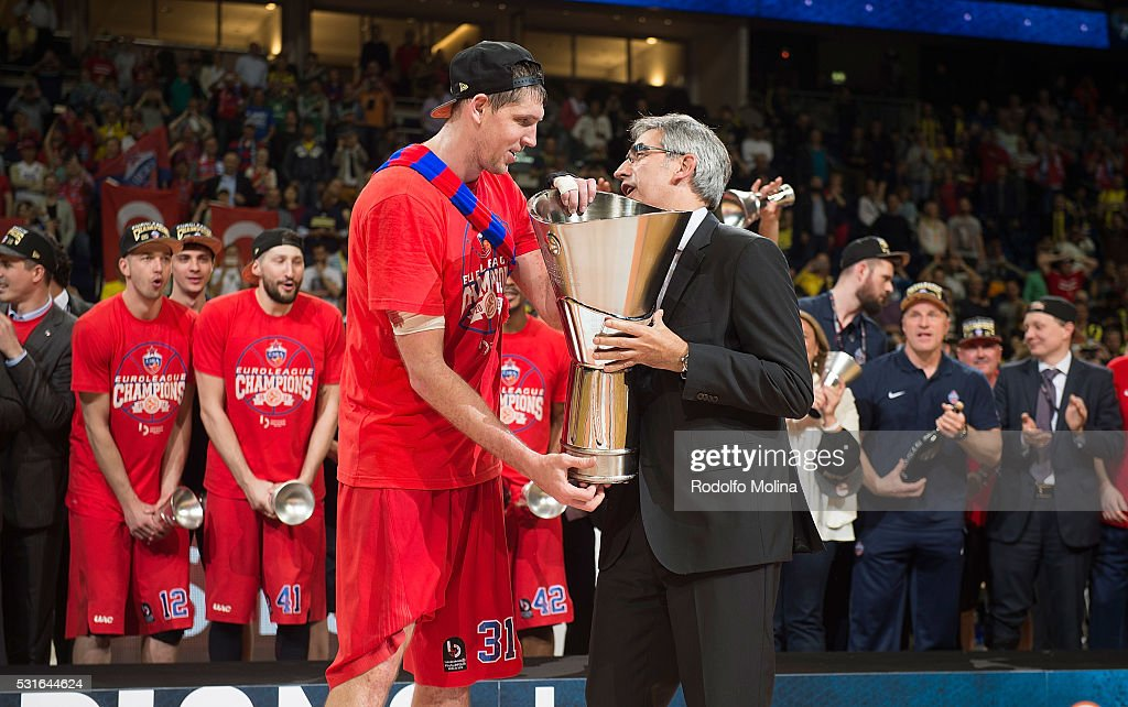 Victor Khryapa #31 of CSKA Moscow receive from Jordi Bertomeu President and CEO of Euroleague Basketball the Champion trophy at the end of the...