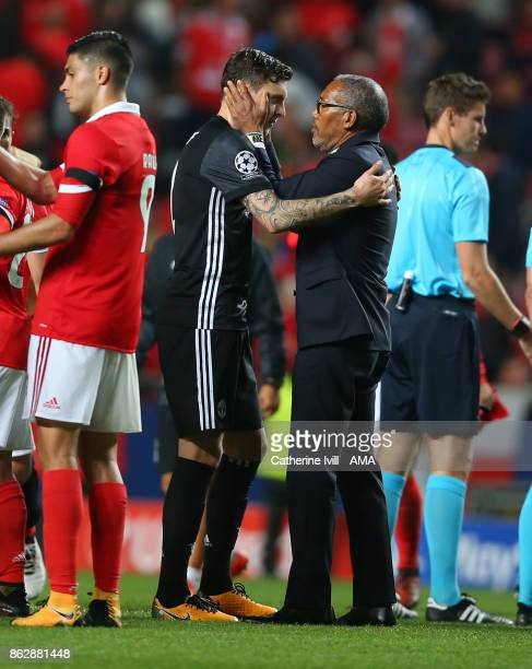 Victor Lindelof of Manchester United is greeted by a member of Benfica staff after the UEFA Champions League group A match between SL Benfica and...