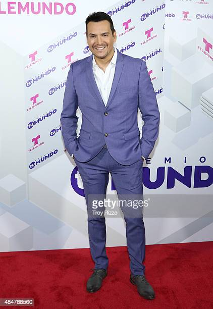 Victor Manuelle attends Telemundo's 'Premios Tu Mundo Awards' 2015 at American Airlines Arena on August 20 2015 in Miami Florida