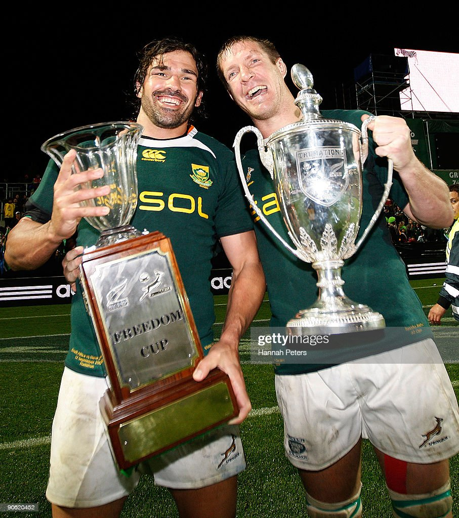 <a gi-track='captionPersonalityLinkClicked' href=/galleries/search?phrase=Victor+Matfield&family=editorial&specificpeople=227167 ng-click='$event.stopPropagation()'>Victor Matfield</a> (L) and <a gi-track='captionPersonalityLinkClicked' href=/galleries/search?phrase=Bakkies+Botha&family=editorial&specificpeople=227062 ng-click='$event.stopPropagation()'>Bakkies Botha</a> (R) of South Africa celebrate with the Tri Nations and Freedom Cup after winning the Tri Nations Test Match between the New Zealand All Blacks and South African Springboks at Waikato Stadium on September 12, 2009 in Hamilton, New Zealand.