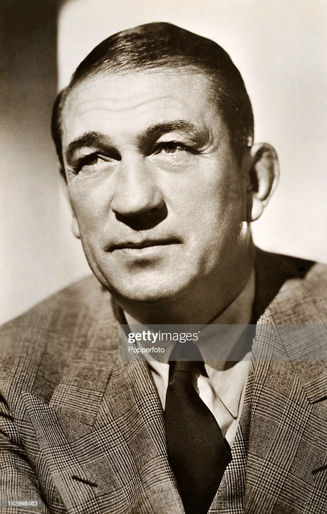 victor mclaglen height