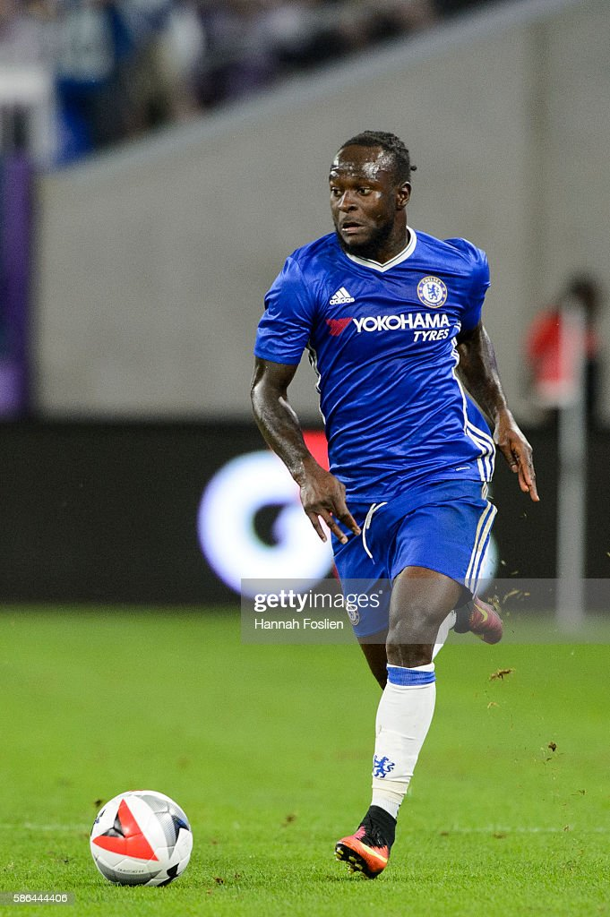 Victor Moses of Chelsea controls the ball against AC Milan during the first half of the International Champions Cup match on August 3 2016 at US Bank...