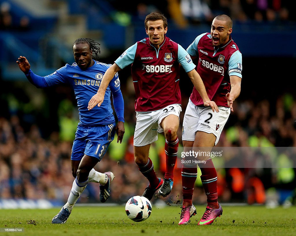 <a gi-track='captionPersonalityLinkClicked' href=/galleries/search?phrase=Victor+Moses&family=editorial&specificpeople=2649383 ng-click='$event.stopPropagation()'>Victor Moses</a> of Chelsea (L) in action with Gary O'neil (C) and <a gi-track='captionPersonalityLinkClicked' href=/galleries/search?phrase=Winston+Reid&family=editorial&specificpeople=5491819 ng-click='$event.stopPropagation()'>Winston Reid</a> of West Ham during the Barclays Premier League match between Chelsea and West Ham United at Stamford Bridge on March 17, 2013 in London, England.
