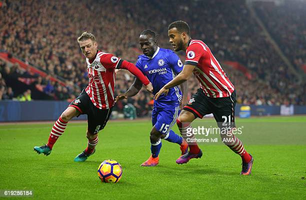 Victor Moses of Chelsea is marked by Steven Davies and Ryan Bertrand of Southampton during the Premier League match between Southampton and Chelsea...