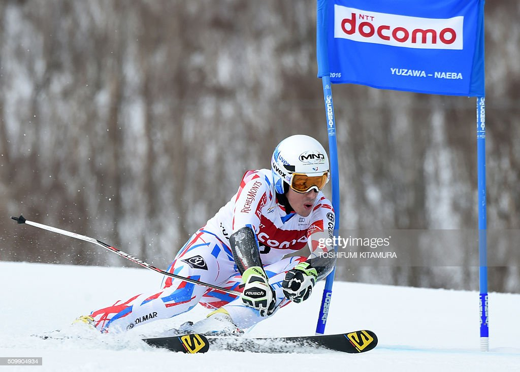 Victor Muffat-Jeandet of France skies down the course during his first run at the FIS Ski World Cup 2015/2016 6th men's giant slalom in Naeba, Niigata prefecture on February 13, 2016. AFP PHOTO / TOSHIFUMI KITAMURA / AFP / TOSHIFUMI KITAMURA