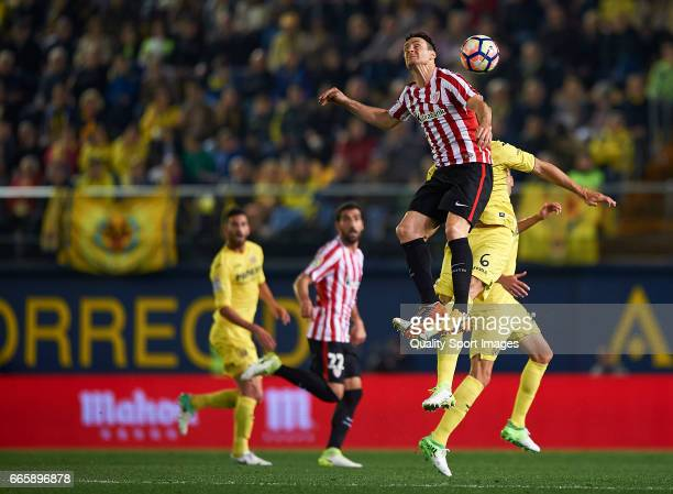 Victor Ruiz of Villarreal competes for the ball with Aritz Aduriz of Athletic Club during the La Liga match between Villarreal CF and Athletic Club...
