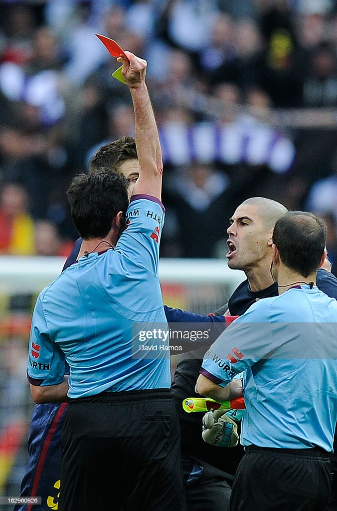 <a gi-track='captionPersonalityLinkClicked' href=/galleries/search?phrase=Victor+Valdes&family=editorial&specificpeople=552392 ng-click='$event.stopPropagation()'>Victor Valdes</a> of FC Barcelona is shown a red card by the referee Perez Lasa during the La Liga match between Real Madrid CF and FC Barcelona at Bernabeu on March 2, 2013 in Madrid, Spain.