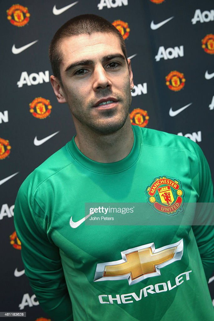 Manchester United Unveil New Signing Victor Valdes