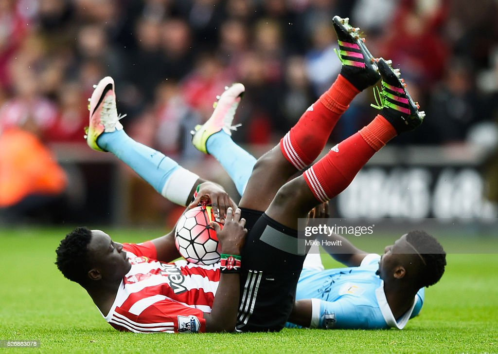 <a gi-track='captionPersonalityLinkClicked' href=/galleries/search?phrase=Victor+Wanyama&family=editorial&specificpeople=7126412 ng-click='$event.stopPropagation()'>Victor Wanyama</a> of Southampton and <a gi-track='captionPersonalityLinkClicked' href=/galleries/search?phrase=Kelechi+Iheanacho&family=editorial&specificpeople=11503326 ng-click='$event.stopPropagation()'>Kelechi Iheanacho</a> of Manchester City tumble during the Barclays Premier League match between Southampton and Manchester City at St Mary's Stadium on May 1, 2016 in Southampton, England.