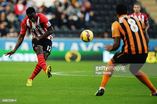 Victor Wanyama of Southampton shoots and scores during the Barclays Premier League match between Hull City and Southampton at the KC Stadium on...