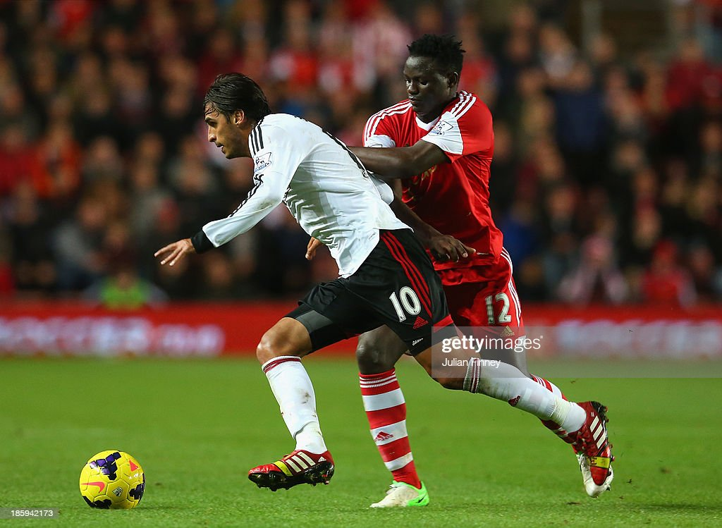 <a gi-track='captionPersonalityLinkClicked' href=/galleries/search?phrase=Victor+Wanyama&family=editorial&specificpeople=7126412 ng-click='$event.stopPropagation()'>Victor Wanyama</a> of Southampton tackles <a gi-track='captionPersonalityLinkClicked' href=/galleries/search?phrase=Bryan+Ruiz&family=editorial&specificpeople=714489 ng-click='$event.stopPropagation()'>Bryan Ruiz</a> of Fulham during the Barclays Premier League match between Southampton and Fulham at St Mary's Stadium on October 26, 2013 in Southampton, England.