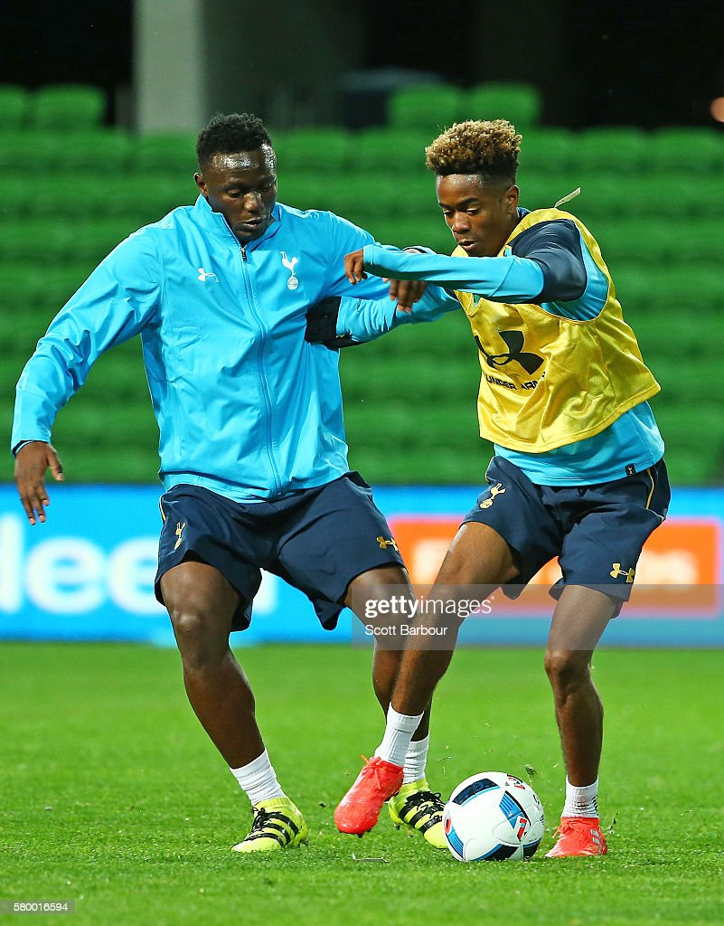 Victor Wanyama (L) of Tottenham Hotspur competes for the ball during a Tottenham Hotspur training session at AAMI Park on July 25, 2016 in Melbourne, Australia.