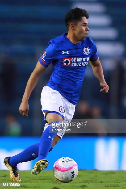 Victor Zuniga of Cruz Azul drives the ball during the 13th round match between Cruz Azul and America as part of the Torneo Apertura 2017 Liga MX at...
