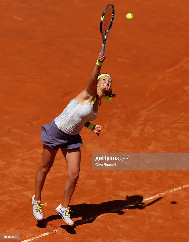 <a gi-track='captionPersonalityLinkClicked' href=/galleries/search?phrase=Victoria+Azarenka&family=editorial&specificpeople=604872 ng-click='$event.stopPropagation()'>Victoria Azarenka</a> of Belarus serves against Serena Williams of the USA in their final match during day eight of the Internazionali BNL d'Italia 2013 at the Foro Italico Tennis Centre on May 19, 2013 in Rome, Italy.
