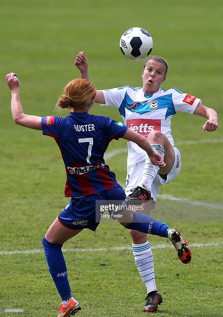 Victoria Huster of the Jets contests the ball with Amy Jackson of the Victory during the round one WLeague match between the Newcastle Jets and the...