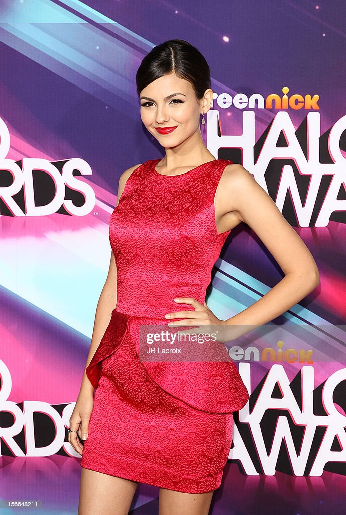 Victoria Justice arrives at Nickelodeon's 2012 TeenNick HALO Awards at The Hollywood Palladium on November 17, 2012 in Los Angeles, California.