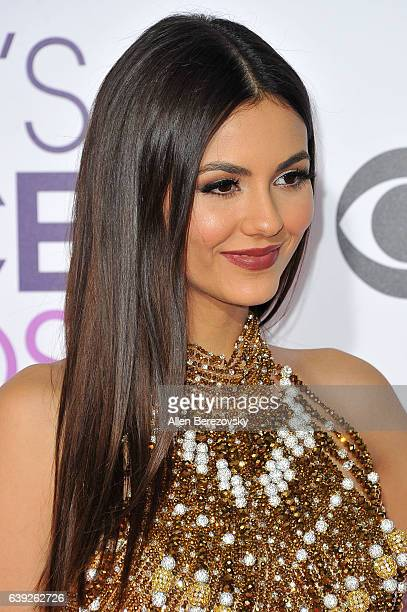 Victoria Justice arrives at People's Choice Awards 2017 at Microsoft Theater on January 18 2017 in Los Angeles California