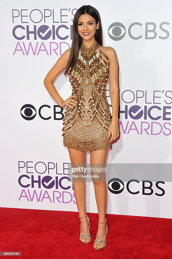 Victoria Justice arrives at People's Choice Awards 2017 at Microsoft Theater on January 18, 2017 in Los Angeles, California.