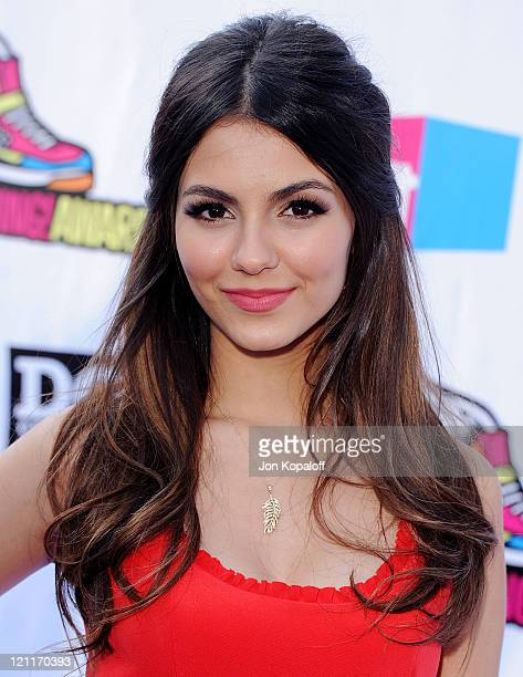 Victoria Justice arrives at the 2011 Do Something Awards at Hollywood Palladium on August 14 2011 in Hollywood California