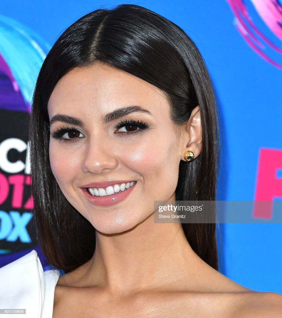 Victoria Justice arrives at the Teen Choice Awards 2017 at Galen Center on August 13, 2017 in Los Angeles, California.