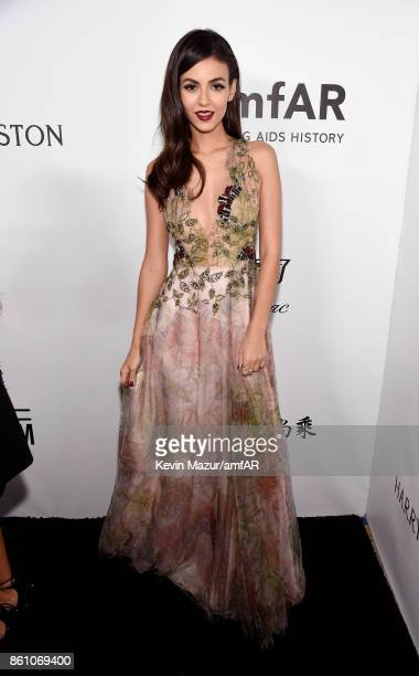 Victoria Justice attends the amfAR Gala Los Angeles 2017 at Ron Burkle's Green Acres Estate on October 13 2017 in Beverly Hills California