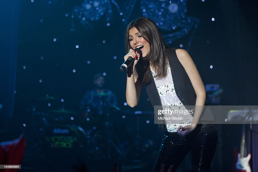 <a gi-track='captionPersonalityLinkClicked' href=/galleries/search?phrase=Victoria+Justice&family=editorial&specificpeople=569887 ng-click='$event.stopPropagation()'>Victoria Justice</a> performs at Keep A Child Alive Presents 2012 Dream Halloween Los Angeles - Inside at Barker Hangar on October 27, 2012 in Santa Monica, California.