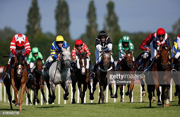 Victoria Pendleton riding Mighty Mambo the former Olympic cycling gold medalist races in The George Frewer Celebration Sweepstake Charity Race at...