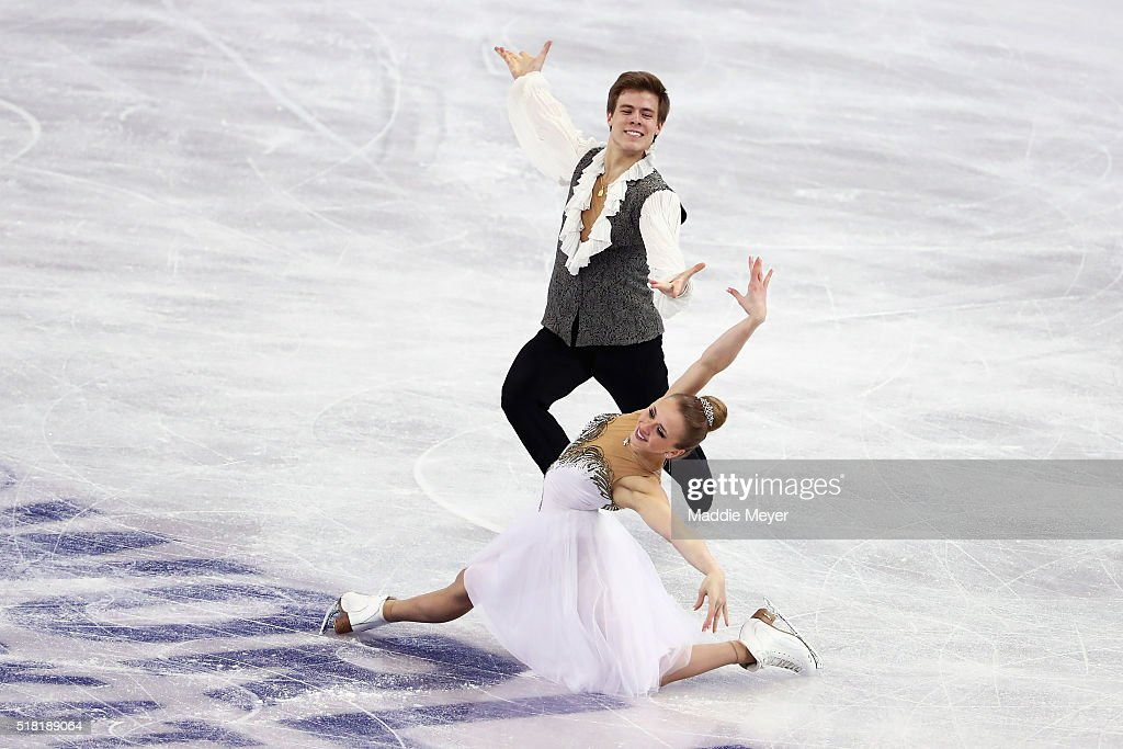Виктория Синицина - Никита Кацалапов - 4 - Страница 2 Victoria-sinitsina-and-nikita-katsalapov-of-russia-skate-in-the-ice-picture-id518189064