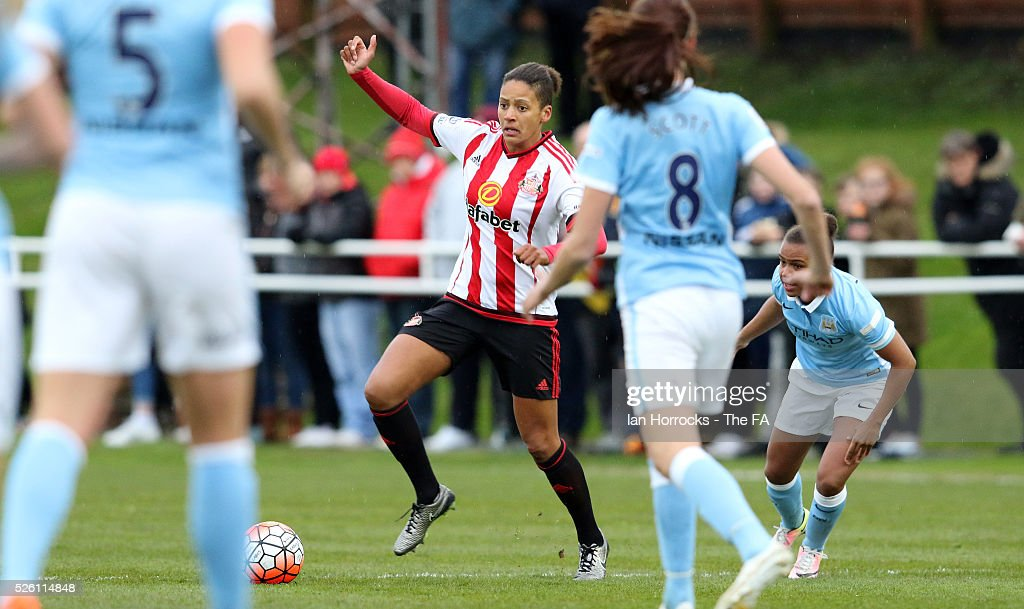 Victoria Williams of Sunderland tries to break through the City defence during the WSL 1 match between Sunderland AFC Ladies and Manchester City Women at The Hetton Center on April 29, 2016 in Hetton, England.