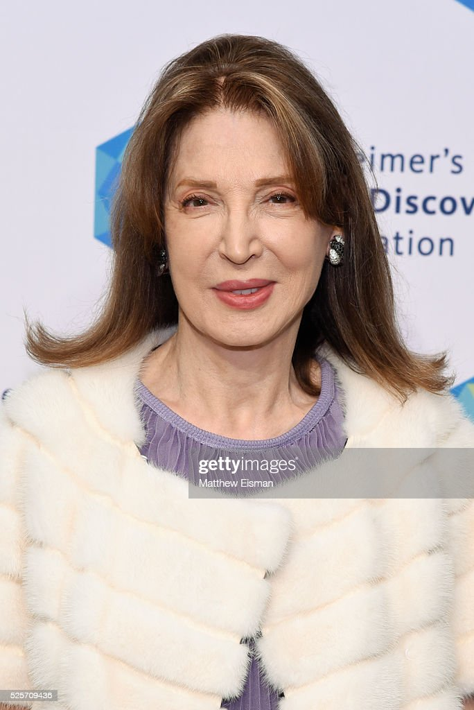Victoria Wyman attends Alzheimer's Drug Discovery Foundation 10th Annual Connoisseur's Dinner at Sotheby's on April 28, 2016 in New York City.