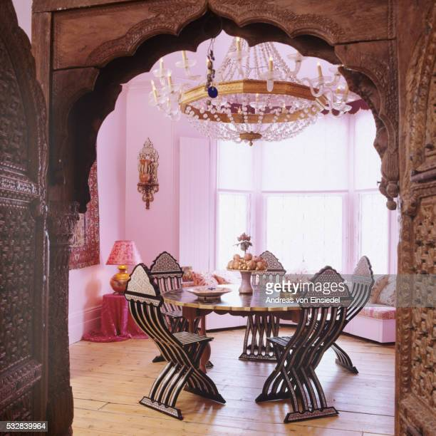 Victorian London villa with Arabesque ceramic and pink walls