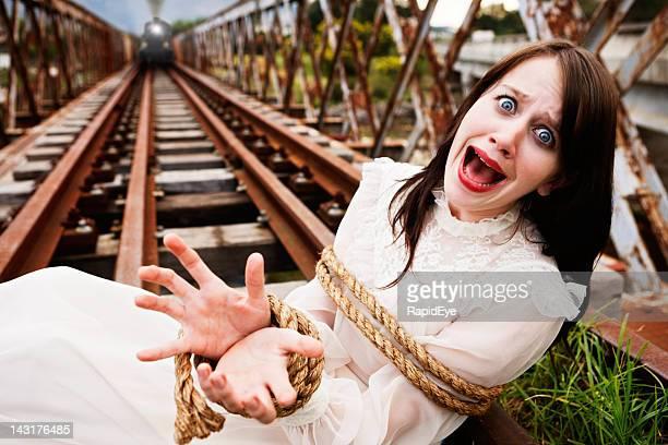 Jeune fille victorienne liés aux voies ferrées ultra en tant que moteur des approches