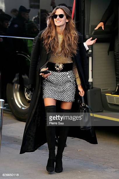 Victoria's Secret Angel Izabel Goulart arrives at le Grand Palais ahead of the 2017 Fashion Show on November 30 2016 in Paris France