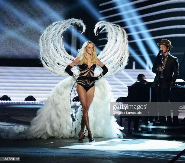 Victoria's Secret Angel Lindsey Ellingson walks the runway during the 2012 Victoria's Secret Fashion Show at the Lexington Avenue Armory on November...