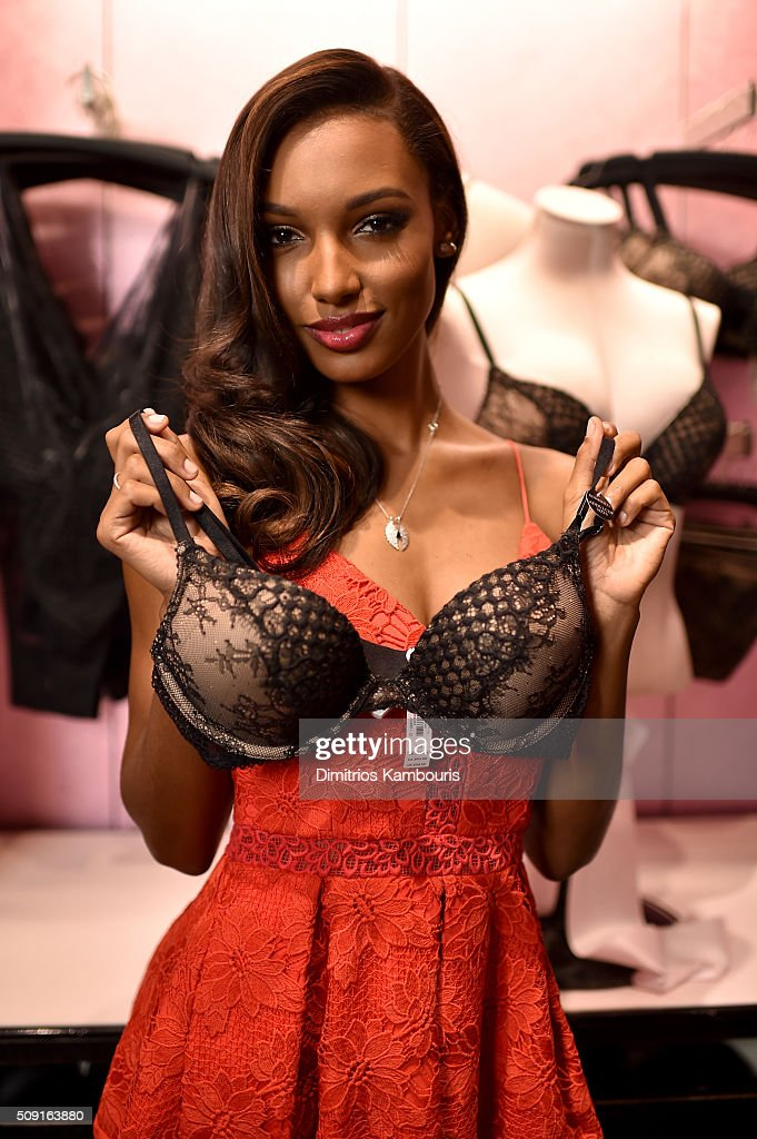 Victoria's Secret Angels <a gi-track='captionPersonalityLinkClicked' href=/galleries/search?phrase=Jasmine+Tookes&family=editorial&specificpeople=6995106 ng-click='$event.stopPropagation()'>Jasmine Tookes</a> and Elsa Hosk reveal their hottest Valentine's Day gift picks on February 9, 2016 in New York City.