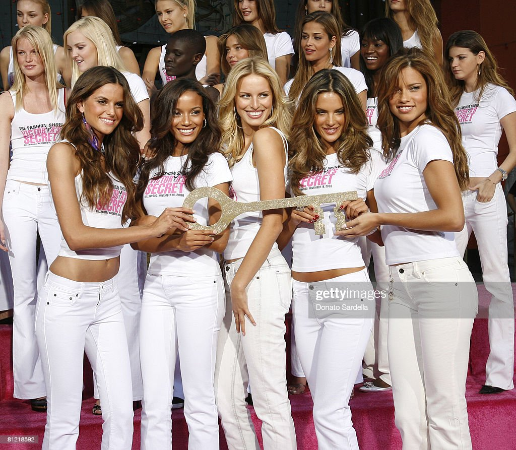 """Victoria's Secret Receives the """"Key to the City"""" of ..."""