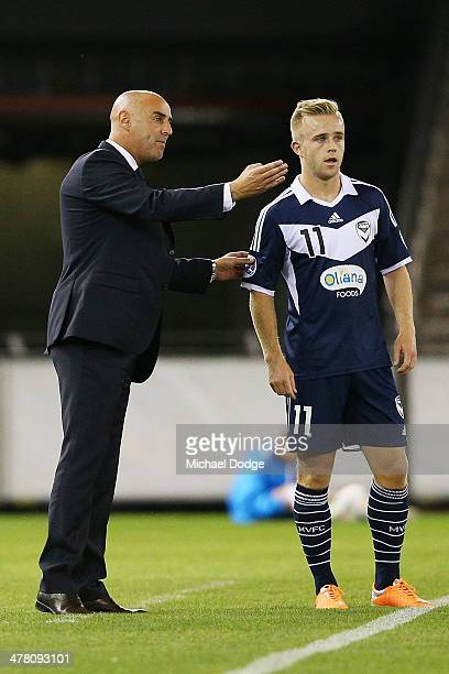 Victory coach Kevin Muscat gestures to Connor Pain during the AFC Asian Champions League match between the Melbourne Victory and Jeonbuk Hyundai...