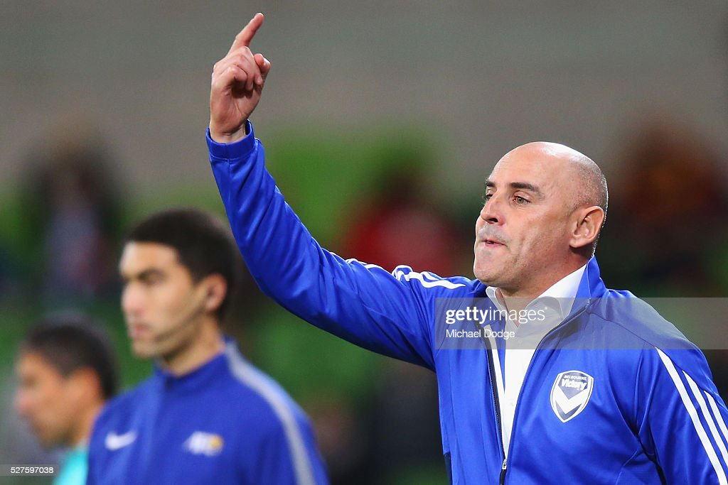 Victory head coach <a gi-track='captionPersonalityLinkClicked' href=/galleries/search?phrase=Kevin+Muscat&family=editorial&specificpeople=242953 ng-click='$event.stopPropagation()'>Kevin Muscat</a> gestures to his players during the AFC Champions League match between Melbourne Victory and Gamba Osaka at AAMI Park on May 3, 2016 in Melbourne, Australia.