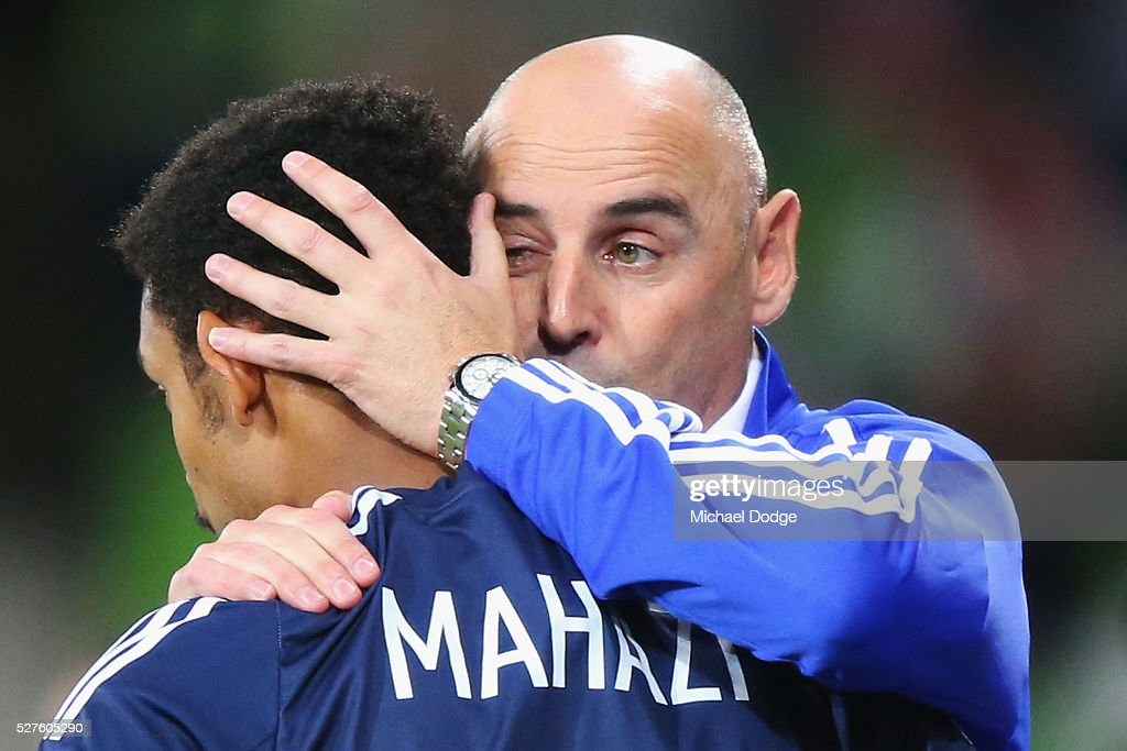 Victory head coach <a gi-track='captionPersonalityLinkClicked' href=/galleries/search?phrase=Kevin+Muscat&family=editorial&specificpeople=242953 ng-click='$event.stopPropagation()'>Kevin Muscat</a> gives instructions to Rashid Mahazi of the Victory during the AFC Champions League match between Melbourne Victory and Gamba Osaka at AAMI Park on May 3, 2016 in Melbourne, Australia.