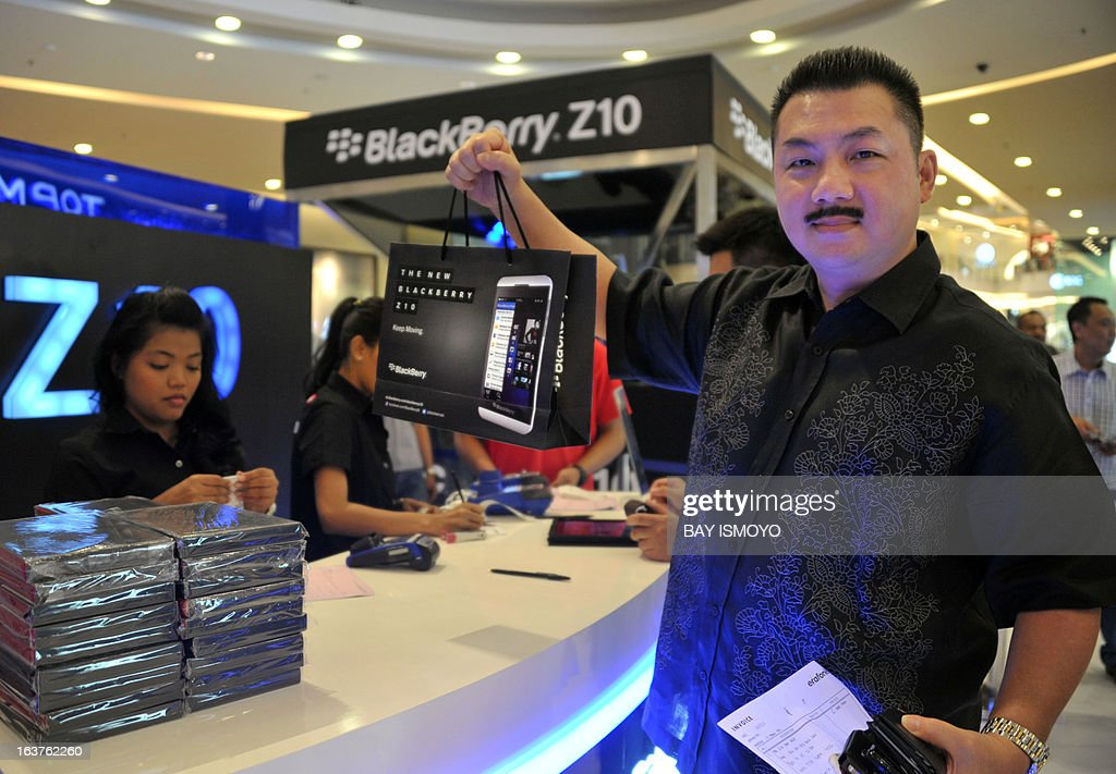 Victory shows his new Blackberry Z10 phone he bought at the BlackBerry launch event at a shopping mall in Jakarta on March 15, 2013. BlackBerry launched its new Z10 smartphone in Indonesia, the company's third-largest market as it rapidly loses ground elsewhere to rivals such as Apple and Samsung. AFP PHOTO / Bay ISMOYO