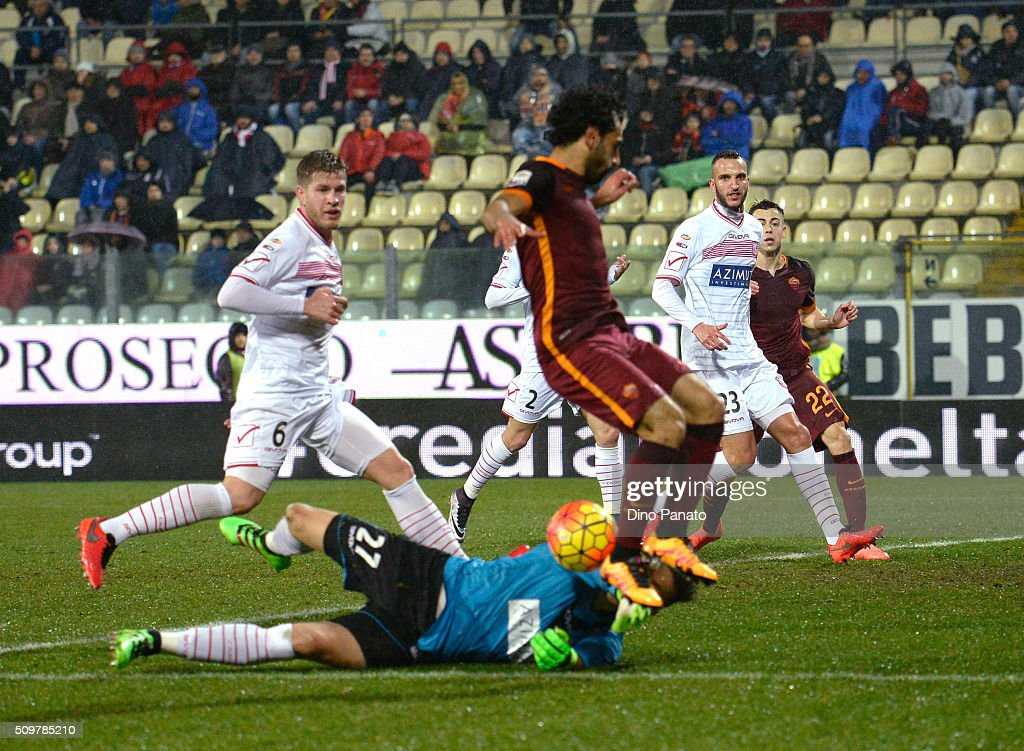 Vid Belec goalkeeper of Carpi FC saves a shot from <a gi-track='captionPersonalityLinkClicked' href=/galleries/search?phrase=Mohamed+Salah+-+Winger+born+1992&family=editorial&specificpeople=11263707 ng-click='$event.stopPropagation()'>Mohamed Salah</a> of AS Roma during the Serie A match between Carpi FC and AS Roma at Alberto Braglia Stadium on February 12, 2016 in Modena, Italy.