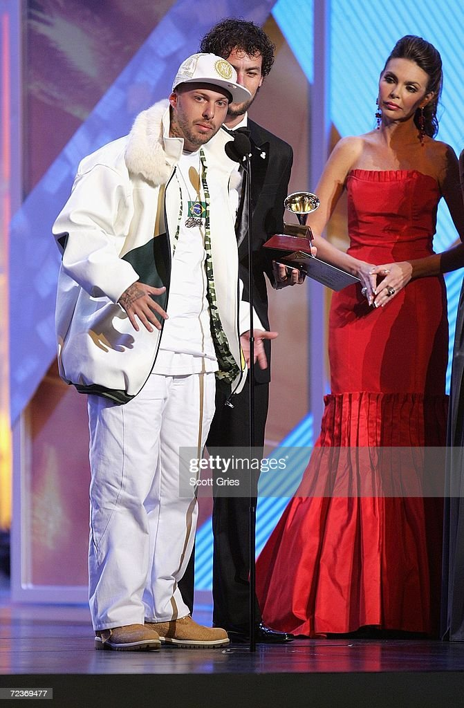 Vida Marvada accepts his award for 'Best Brazilian Roots/Regional Album' from presenter Barbara Palacios at the 7th Annual Latin Grammy Awards at Madison Square Garden November 2, 2006 in New York City.