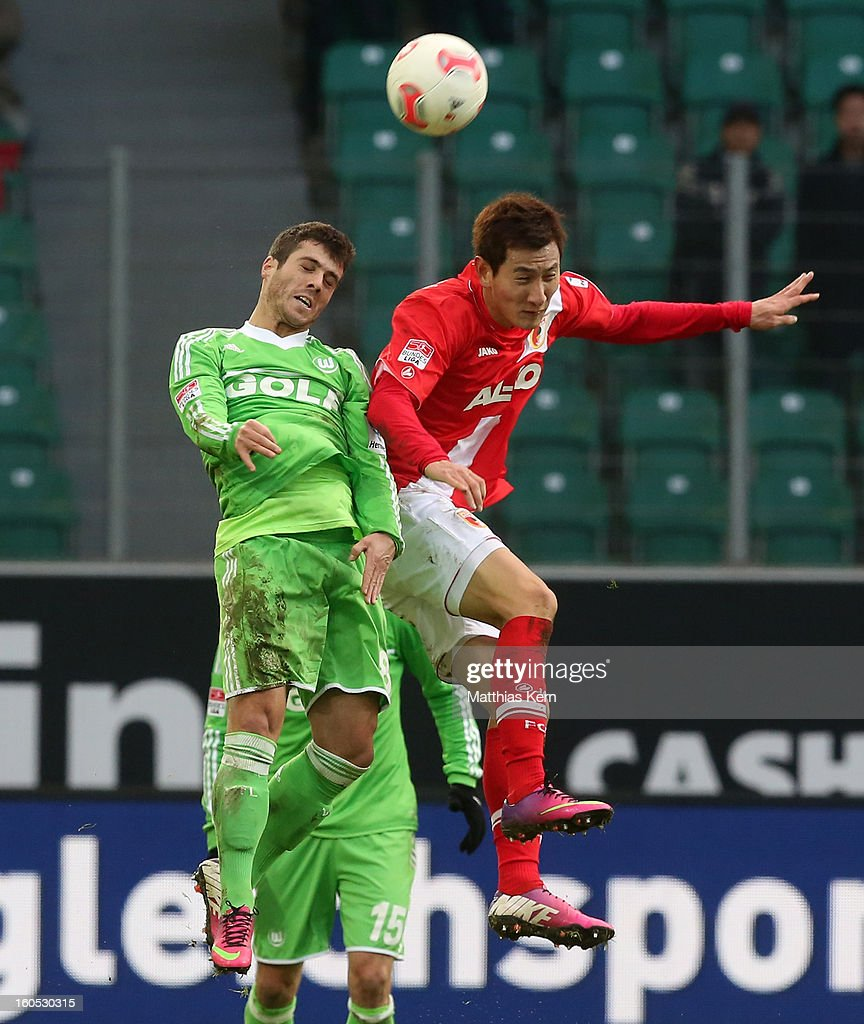 Vieirinha (L) of Wolfsburg and Dong Won Ji (R) of Augsburg jump for a header during the Bundesliga match between VFL Wolfsburg and FC Augsburg at Volkswagen Arena on February 2, 2013 in Wolfsburg, Germany.