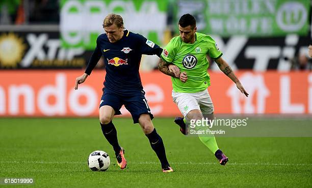 Vieirinha of Wolfsburg and Emil Forsberg of Leipzig battle for the ball during the Bundesliga match between VfL Wolfsburg and RB Leipzig at...