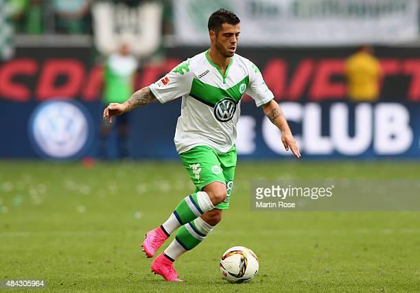 Vieirinha of Wolfsburg runs with the ball during the Bundesliga match between VfL Wolfsburg and Eintracht Frankfurt at Volkswagen Arena on August 16...