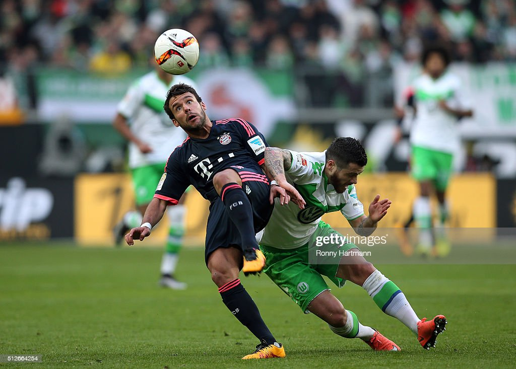 <a gi-track='captionPersonalityLinkClicked' href=/galleries/search?phrase=Vieirinha&family=editorial&specificpeople=4320033 ng-click='$event.stopPropagation()'>Vieirinha</a> (R) of Wolfsburg vies with <a gi-track='captionPersonalityLinkClicked' href=/galleries/search?phrase=Juan+Bernat&family=editorial&specificpeople=8821838 ng-click='$event.stopPropagation()'>Juan Bernat</a> (L) of Muenchen during the Bundesliga match between VfL Wolfsburg and FC Bayern Muenchen at Volkswagen Arena on February 27, 2016 in Wolfsburg, Germany.